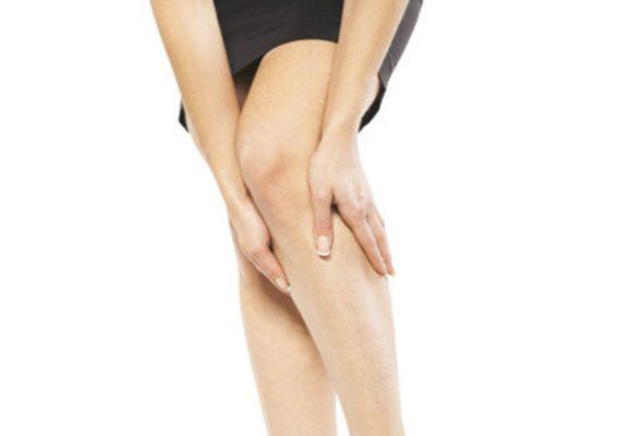 Είμαι φυσικοθεραπευτής. Πότε θα πρέπει να συστήσω κάποιον ασθενή που νιώθει πόνο στα πόδια σε έναν αγγειοχειρουργό;