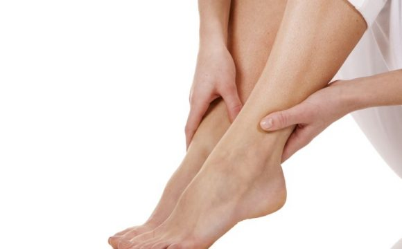 Πρησμένα πόδια και αγγειακές παθήσεις: Πώς σχετίζονται;